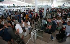 ABUSOS, DESVARIOS Y NEGLIGENCIAS ATERRIZAN EN EL AEROPUERTO DEL PRAT