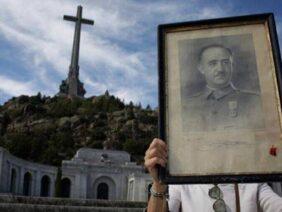» MEMORIA DEMOCRATICA «: LAS IZQUIERDAS RECUPERAN A LARGO CABALLERO; LAS DERECHAS DESPRECIAN A FRANCO Y NO PRESENTAN BATALLA.